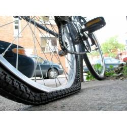Как заклеить камеру на велосипеде?
